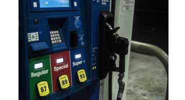 U.S. allows year-round E15 gasoline