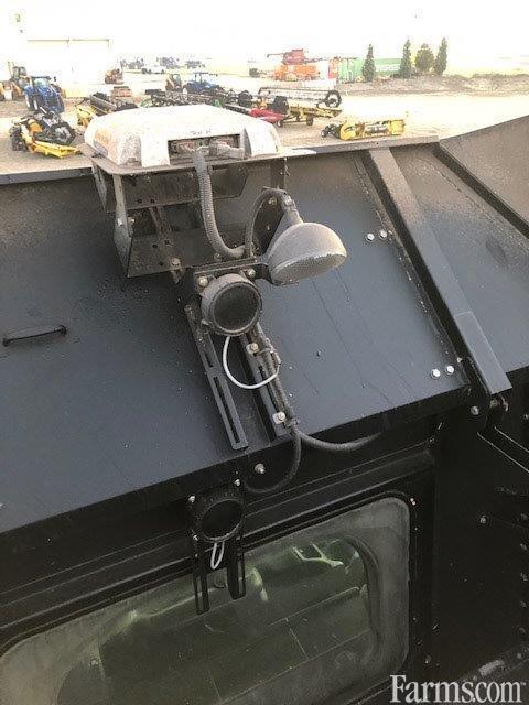 2011 New Holland CR9080 Combine
