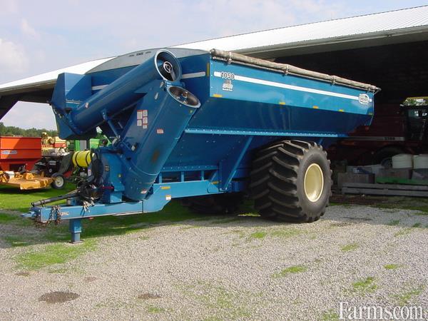Kinze 1050 Grain Carts