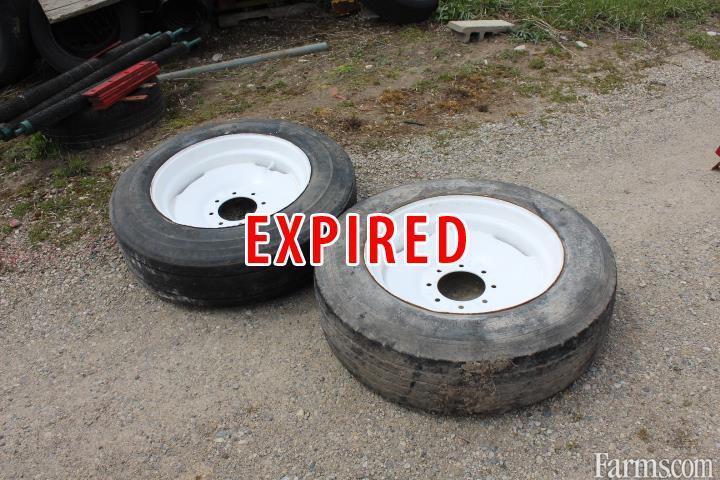 Manure spreader tires
