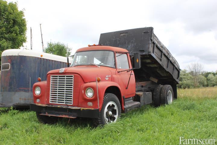 Gravel Truck, antique 1600 Loadstar, International