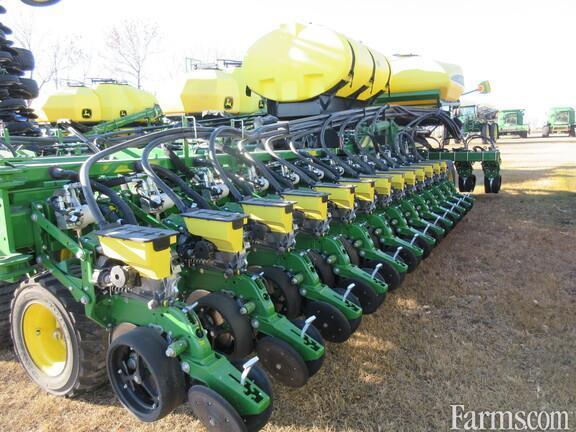 John Deere 2020 DB60 Planters