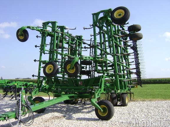 John Deere 2015 2210 Field Cultivators
