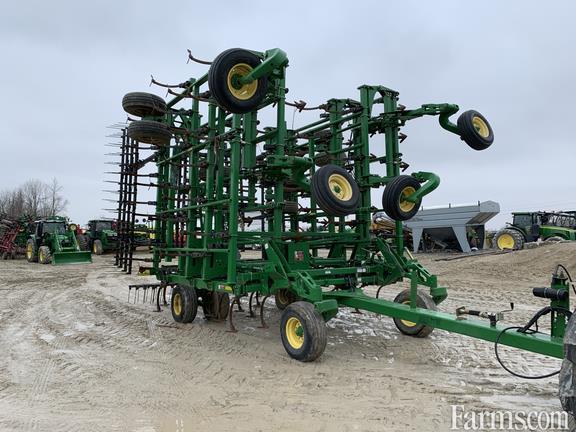 John Deere 2013 2210 Field Cultivators