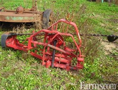 International Harvester 1300 sickle mower