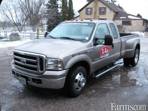 Ford 2006 F-350 XLT Pick-Up Truck 2WD