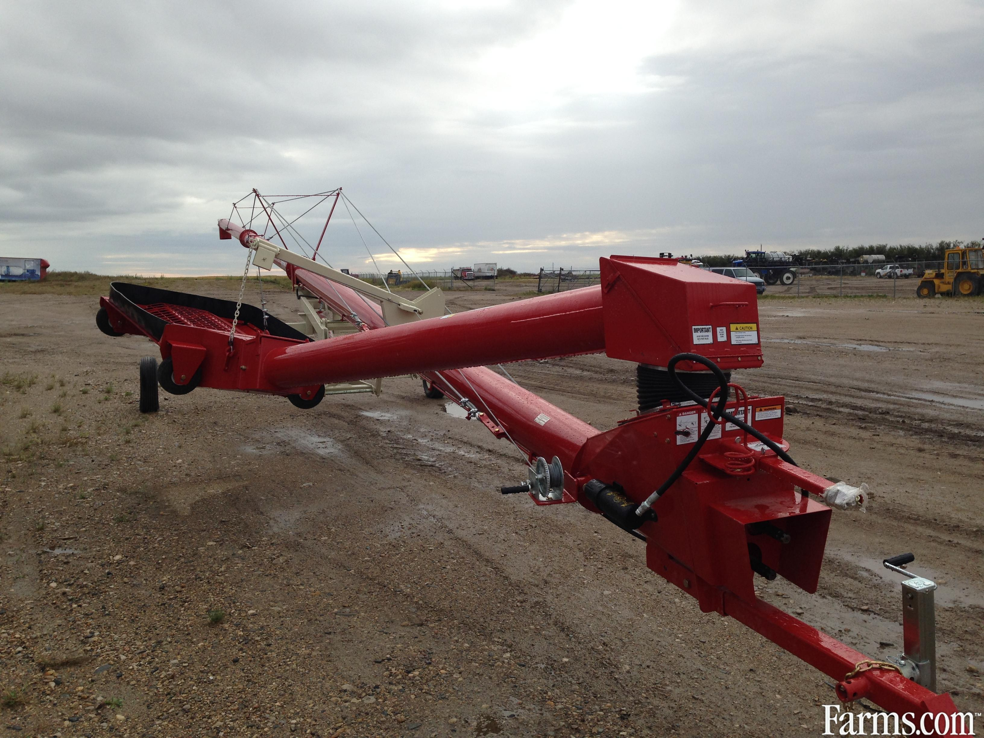 2014 Buhler Farm King 10