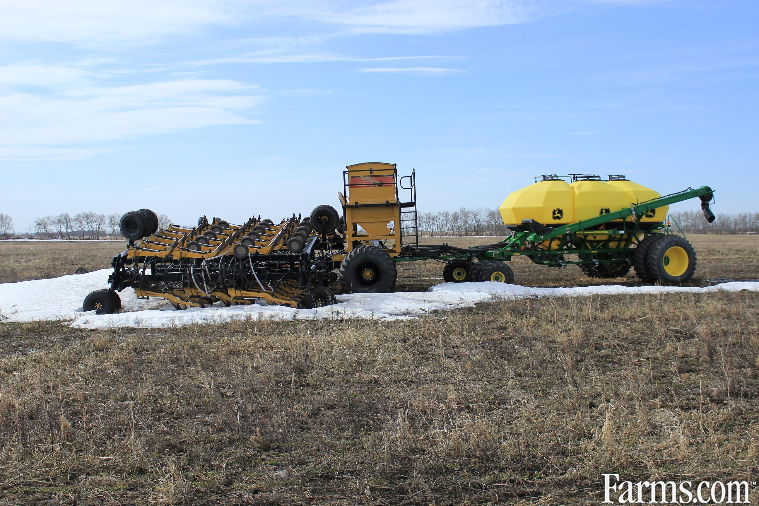 2012  Seed Master  8012 CT TXB w/300 Onboard tank and JD1910 Air Seeder / Air Cart